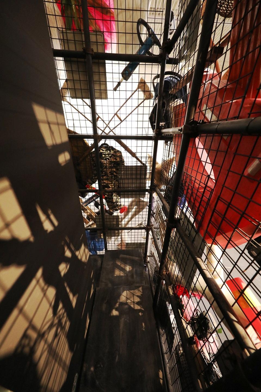 装置外部走廊,exterior corridor  ©羅威航