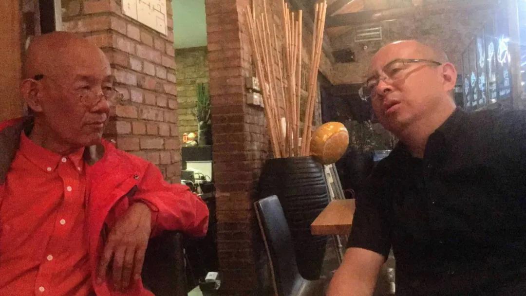 老柴和朱小地在作品讨论中